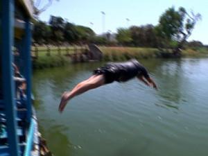 רון חולדאי קופץ